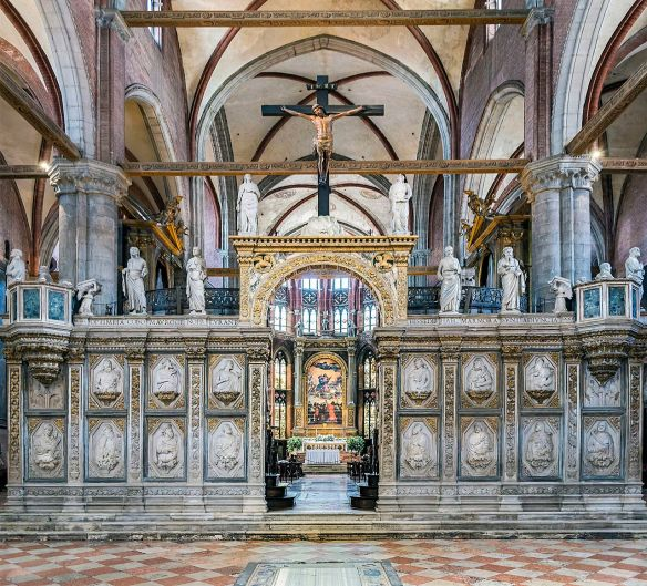Frari_(Venice)_-_Coro_dei_Frati_-_Marble_entrance.jpg